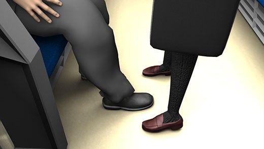 【Libido-Labo 同人】電車内で靴の先に仕込まれた隠しカメラを使い、激ミニちゃんのスカート内を真下から盗撮するオヤジを激写(笑)その後交渉してそのパンティ盗撮動画をゲットした件(PV:サテン地イチゴ柄パンティ編)